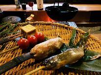 【旬の素材を囲炉裏端でおもてなし企画♪】旬野菜の彩りと地鶏つくねと串焼きのお気軽膳