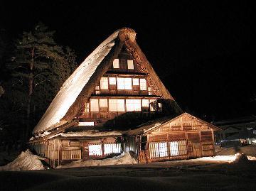【冬得】雪景色の世界遺産合掌造り集落ライトアップ♪地酒三笑楽純米吟醸酒付プラン