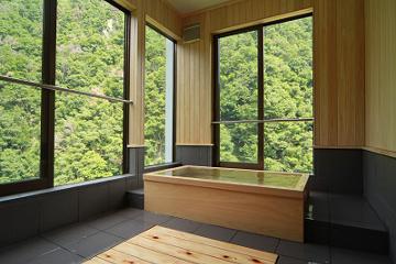 源泉かけ流し!お風呂付客室で冬の絶景をたのしむ♪
