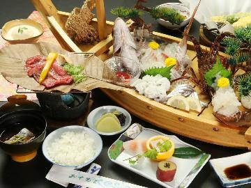 【ちょっぴりグレードアップ!】お刺身を『舟盛り』にチェンジ!!~伊勢海老・旬の魚を贅沢に~