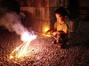 家族で夏の想い出づくり♪お子様に手持ち花火をプレゼント!!【特典付】