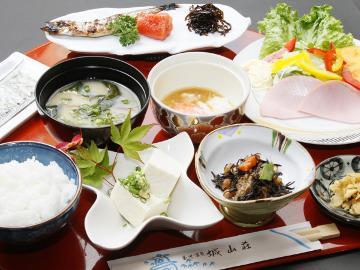 【1泊朝食付】家庭的な優しい味!日本の和朝食を♪湯量豊富な美肌の湯でのんびり[夕食なし]