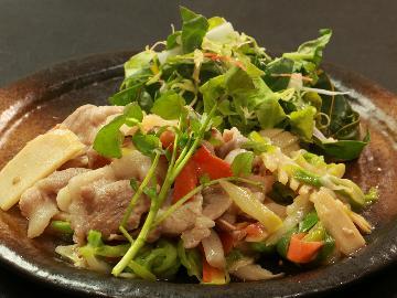 【麓山高原豚】福島のブランド豚と自家製野菜を使用した「自家製野菜炒め」♪冬季は選べる3種の鍋に変身!