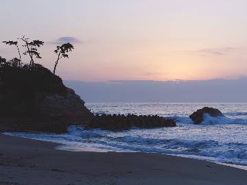 【期間限定】波の音に起こされるまで、時間を気にせず朝寝坊。そんな休日はいかがですか?《夕食付》